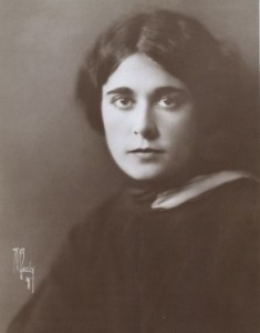 Frederica Sagor Mass (w) portrait by Walter Frederick Seely, 1925. PD