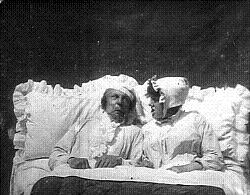 Tom Green and Laura Bayley (a/o) in Let me Dream Again (1900).