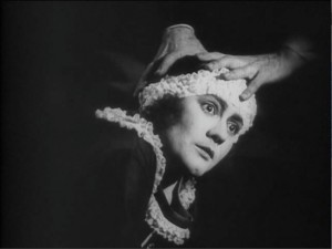 Carmen Cartellieri (a/p/w), The Hands of Orlac (1924).