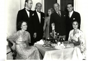 Pickfair guests (left to right): Frances Goldwyn, John Abbott, Samuel Goldwyn, Mary Pickford, Jesse Lasky, Harold Lloyd, Iris Barry in 1935. USM