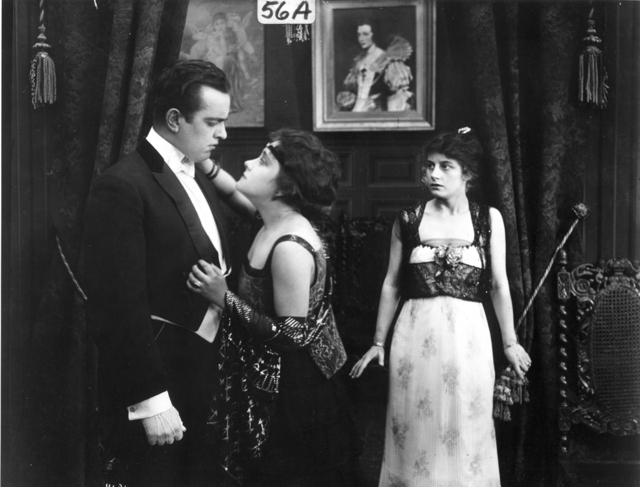 Richard Travers, Gloria Swanson (a), Ruth Stonhouse (a) The Romance of an American Dutchess (1915), PCJY